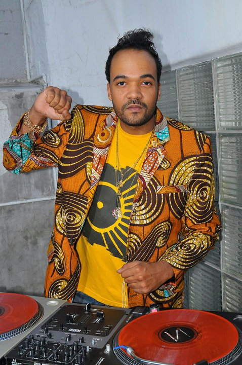boxing kitten resort 2010 presentation in NYC - DJ Jahi Sundance